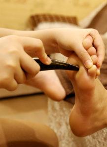 massage chân thư giãn và trị liệu