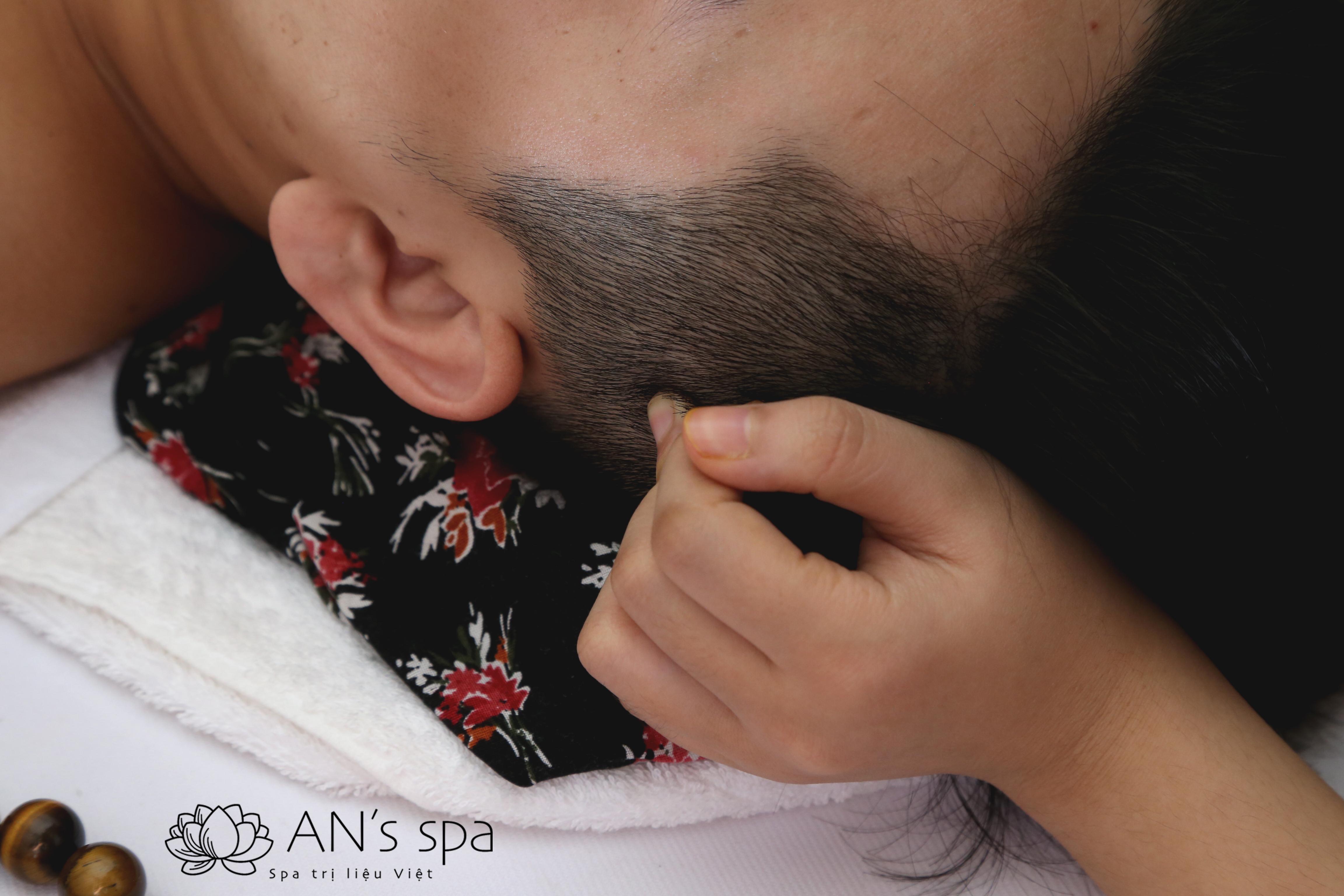 Massage đầu cổ vai gáy